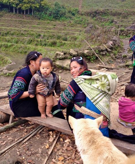 Vietnam_Sapa_ethnic_minorities_family