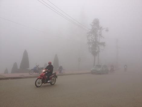 Vietnam_Sapa_foggy_road