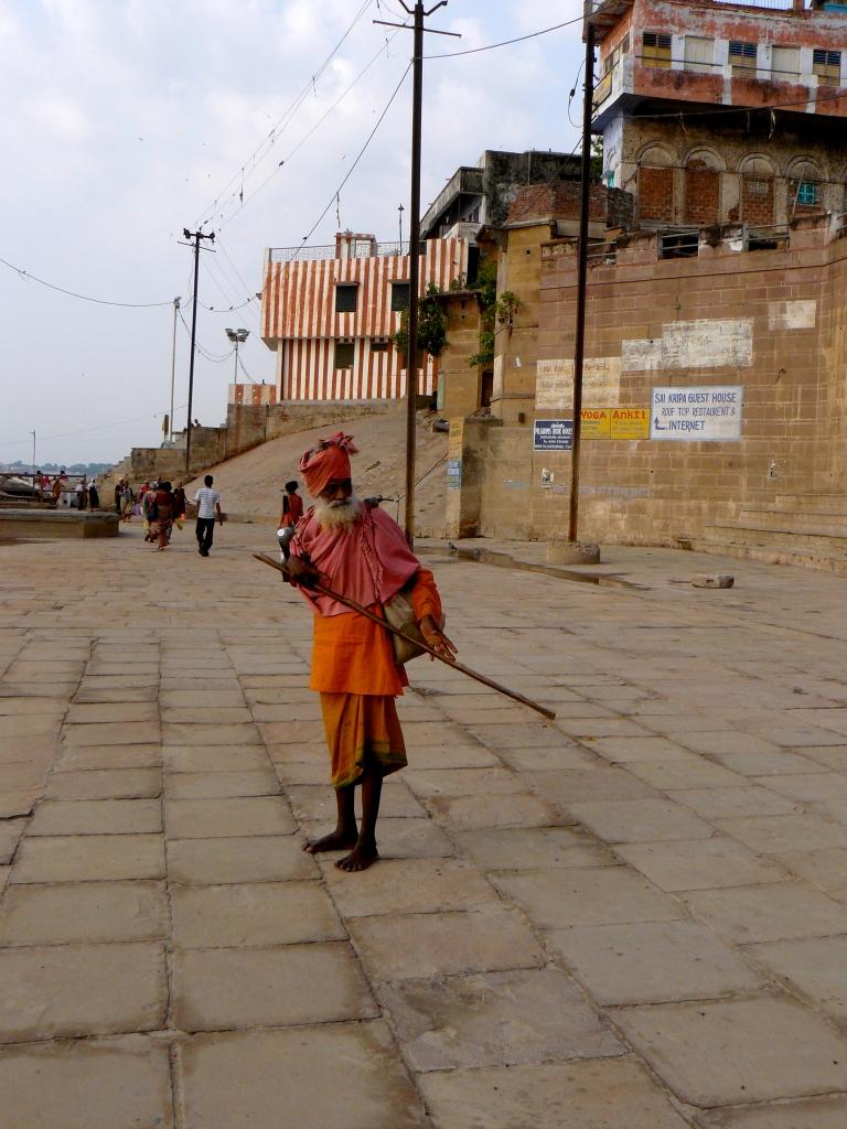 India_Varanasi_Ghat_Weirdo