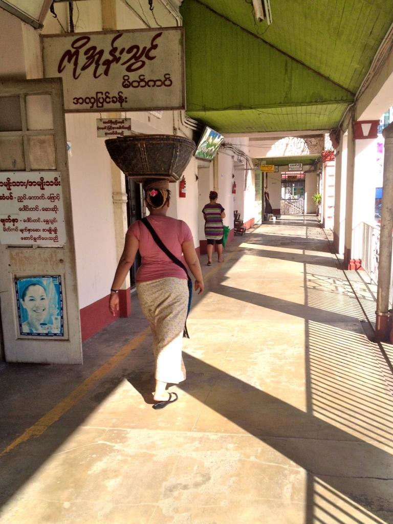 Myanmar_Yangon_BoGyoke_market