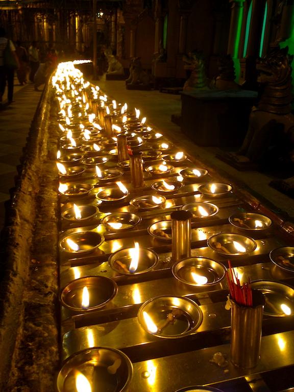 Myanmar_Yangon_Shwedagon candles