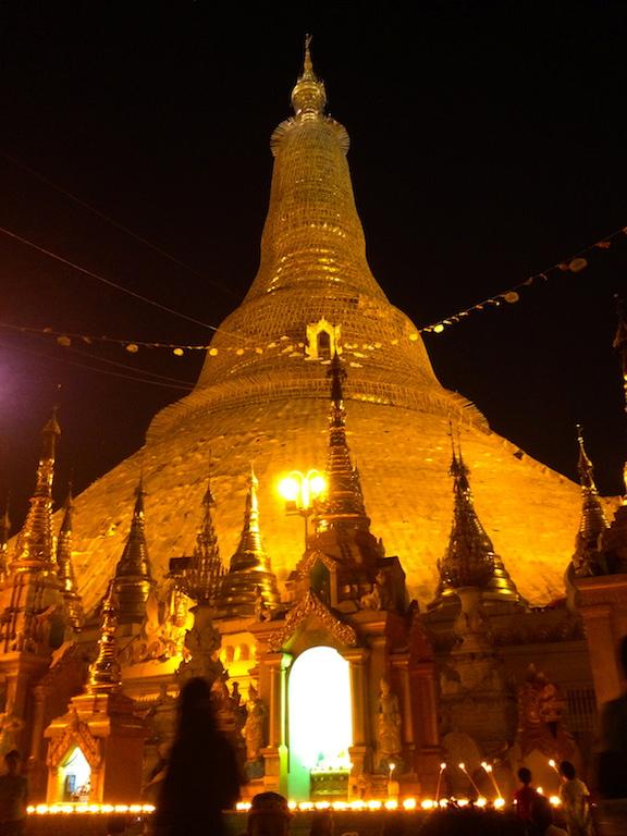 Myanmar_Yangon_Shwedagon golden stupa