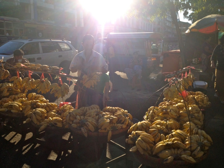 Myanmar_Yangon_street market fruits