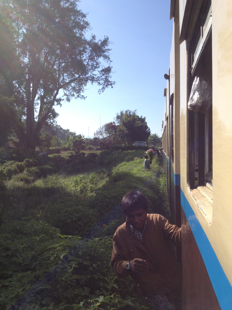 Myanmar_Hsipaw_Train ride catch the train