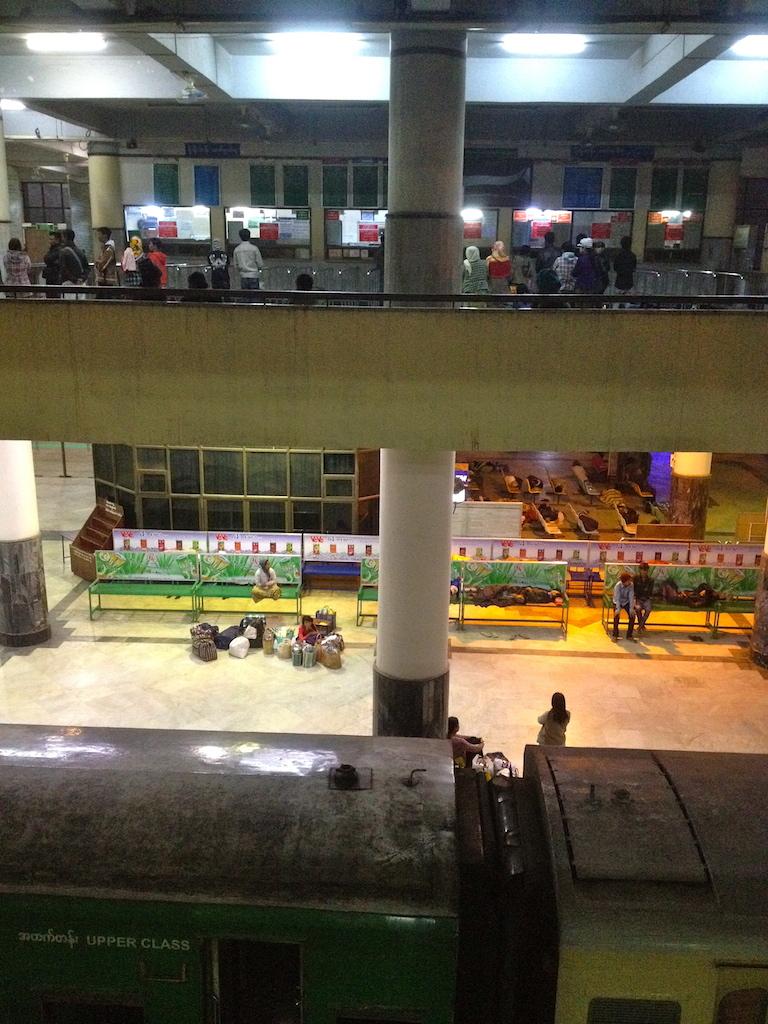 Myanmar_Mandalay_train station
